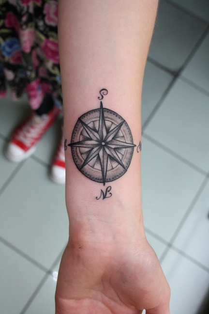 30 great compass tattoos for both men and women for Compass tattoo arm